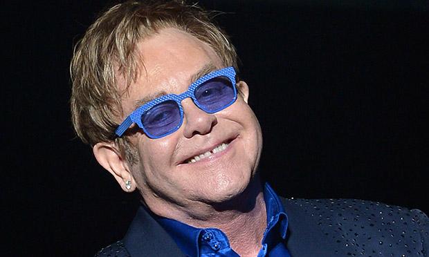 Elton John accusé par son ancien garde du corps de harcèlement sexuel