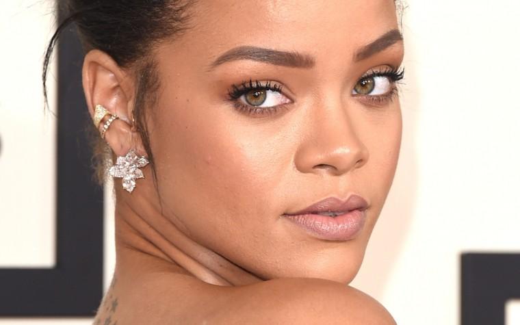 Rihanna impressionnée par la voix d'un fan lors d'un concert